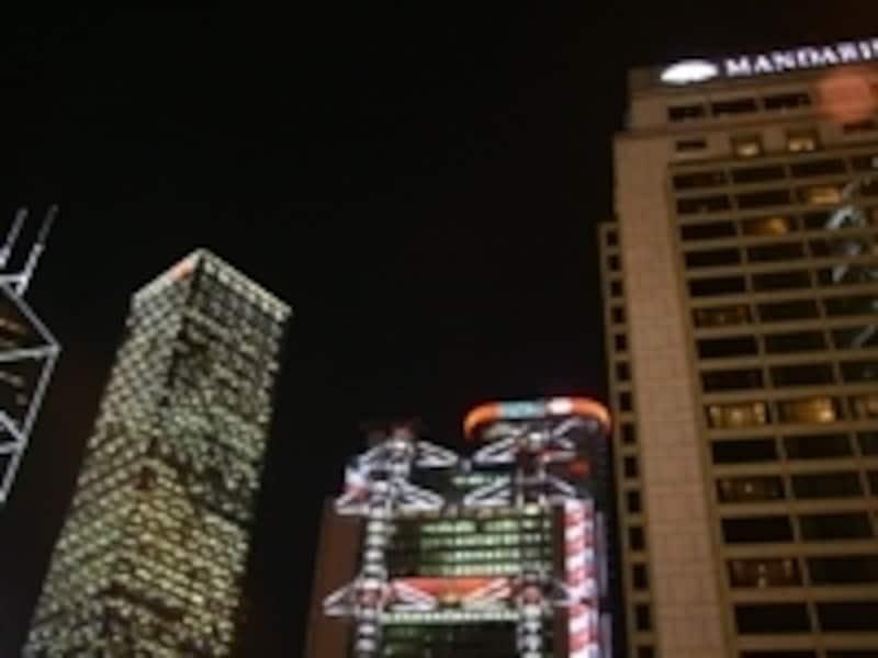 ライトアップされたセントラルのビル群