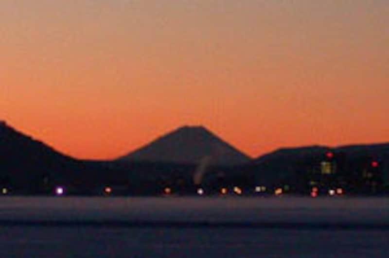 夜前の富士山の風景