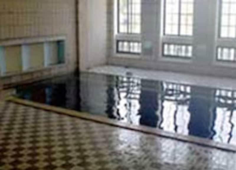 大理石の千人風呂