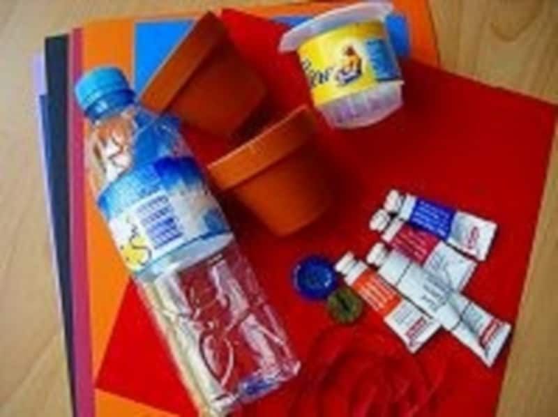 手作り風鈴おもちゃを作るにに必要な、ミニ植木鉢やペットボトルを準備しましょう