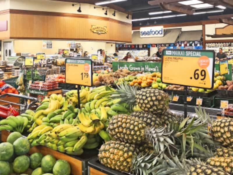 パイナップルやバナナの値札も「/lb」単位の値段