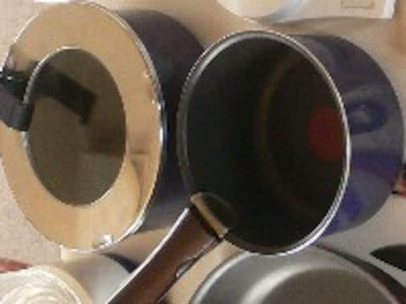 画像の鍋は取っ手が外せるティファール