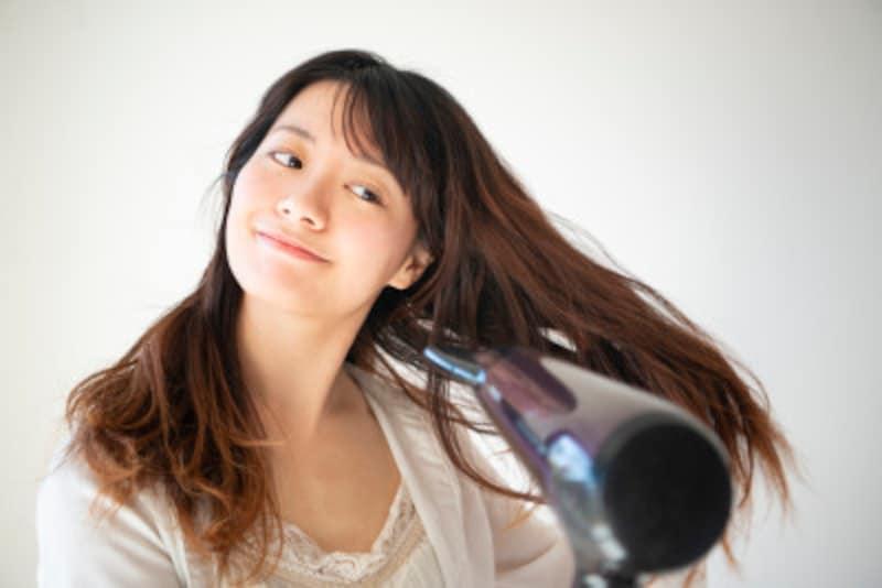 「髪の毛が平たい」などの悩みを解決!