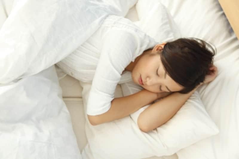 想像以上に汚い寝具周り。短時間の掃除機かけを心がけるだけでも、快適度はグンとアップします