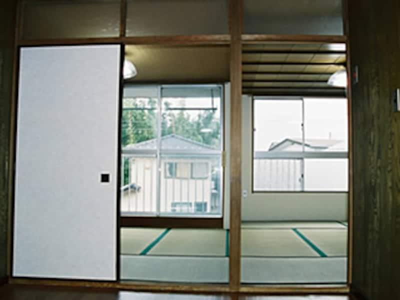 梅雨時の畳は湿気がち。ここが『チャタテムシ』の住処に……ダニの発生にもつながる?