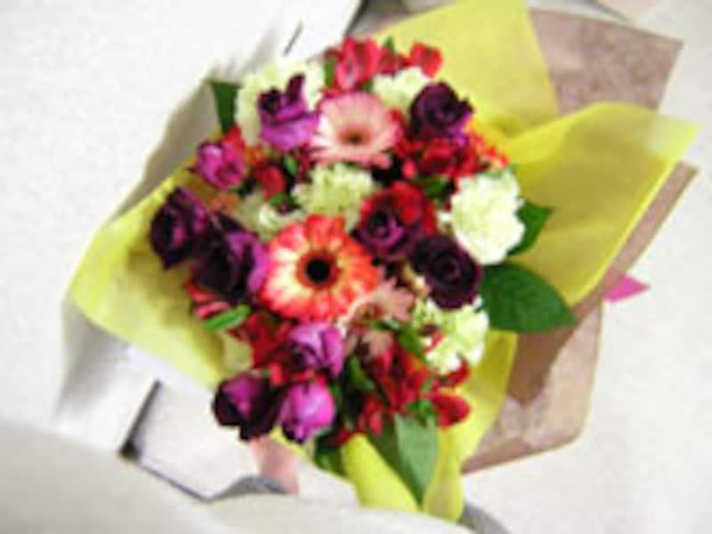 花束持参で訪れる