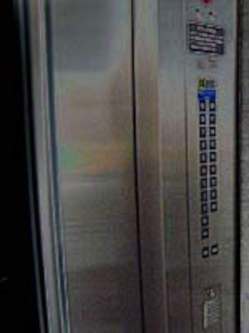 エレベーターは死角い箱