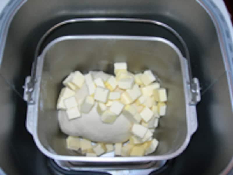 後入れバターを投入