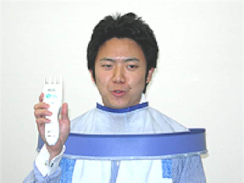 """電動バリカン""""カットモード""""実演"""