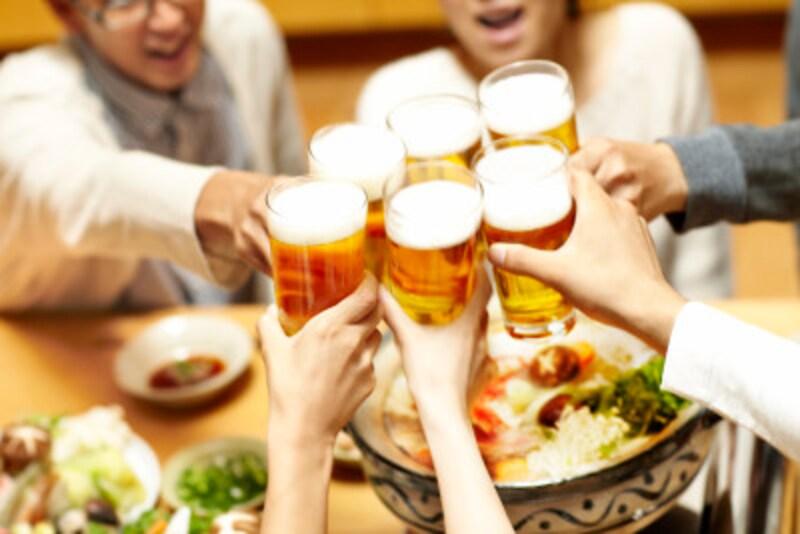 韓国語の「乾杯」には色々なものがあります。韓国のお酒文化を表した「爆弾酒」や「死ぬまで飲もう!」など。