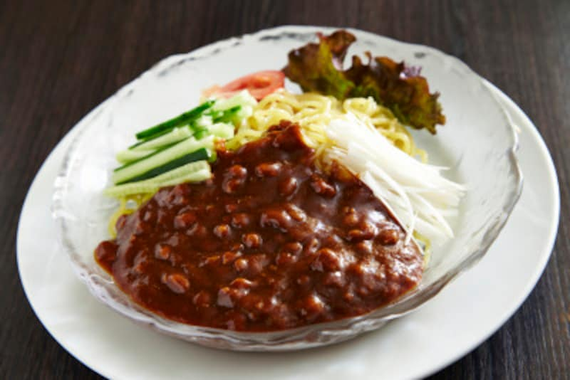 韓国人が大好きなジャージャー麺も、よく混ぜてから食べます