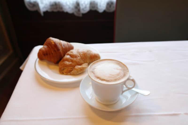 「カフェ・ラテ」は「카페라떼(カペ・ラテ)」