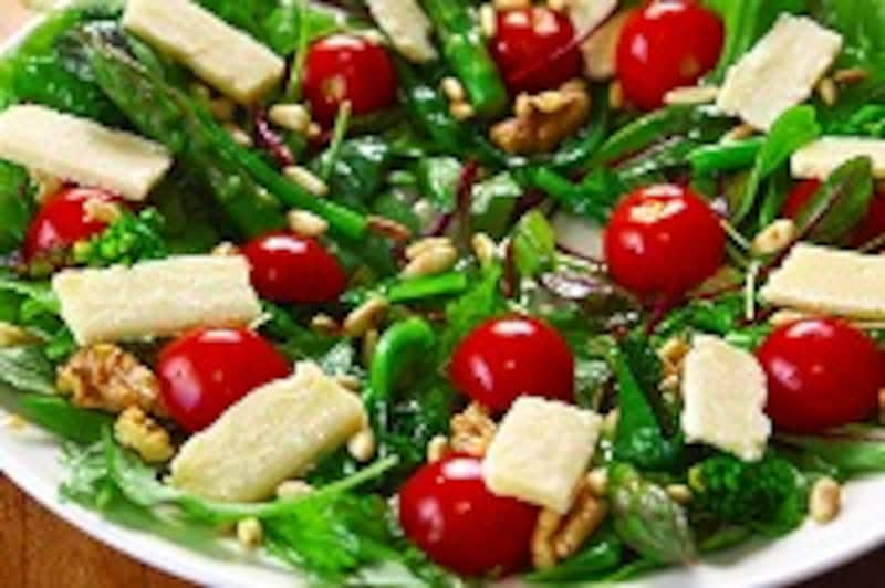 野菜と木の実のサラダ