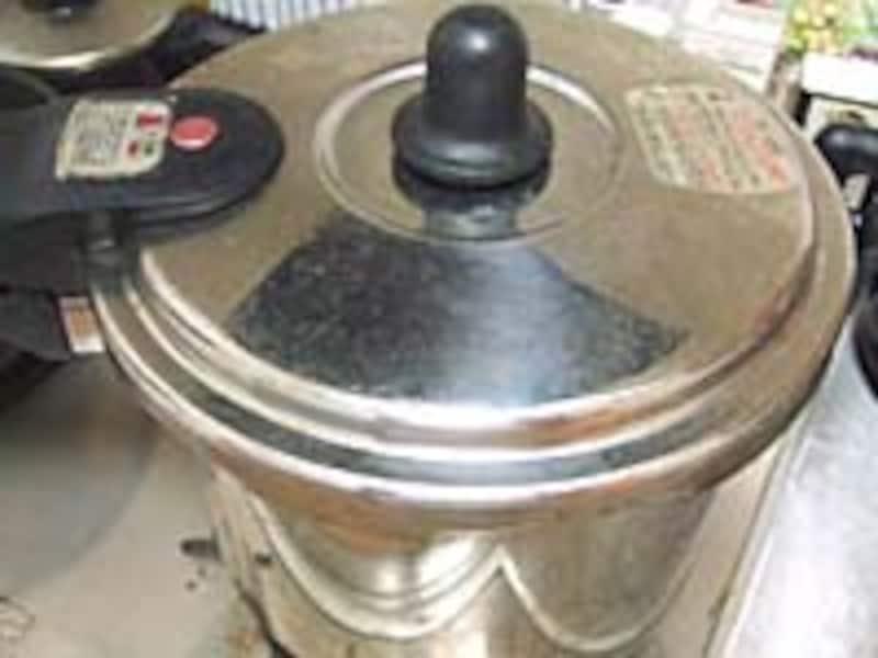 目からうろこの圧力鍋炊飯なら、火にかけているのはたった5分!