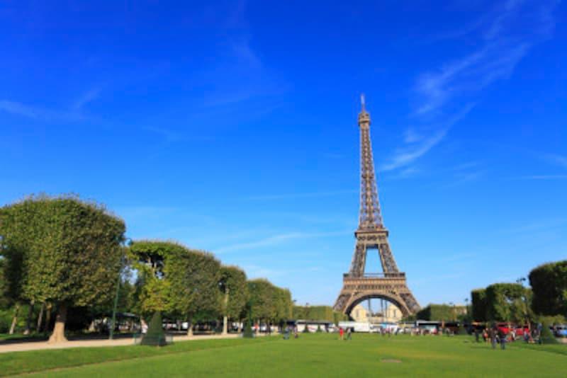 観光客でにぎわうパリ