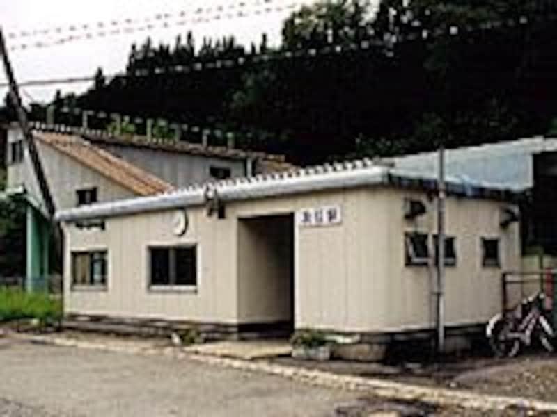 及位駅駅舎