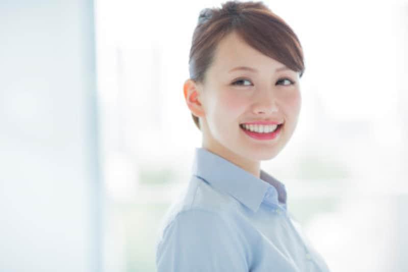 楽しそうな笑顔は、見ている人をシアワセ気分にします。意思で自分の笑顔をコントロールする術を身につけましょう!