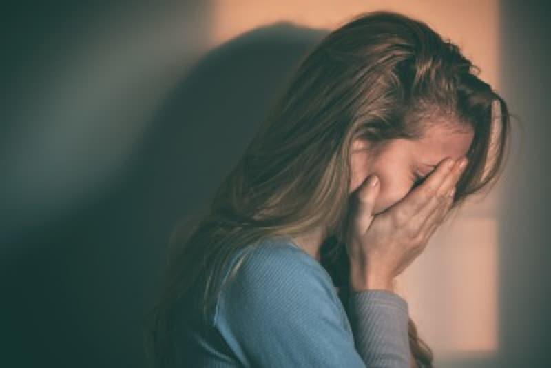 モラハラ夫・恋人からの言葉や態度がパートナーの精神的な暴力に