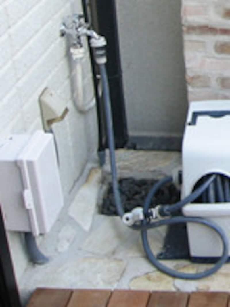 留守の期間が1週間以上:電動の水やりシステムを利用して水やり