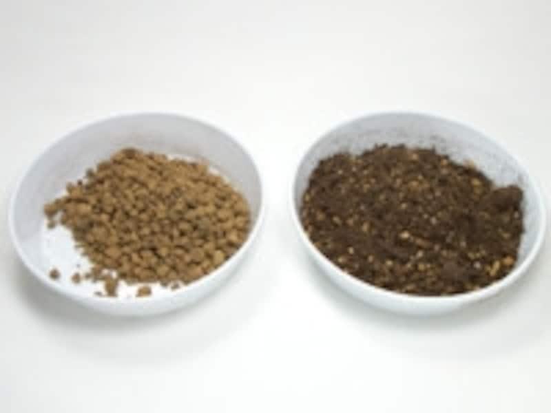 草花の植え替えに使う土。左:赤玉土(中粒)。右:培養土