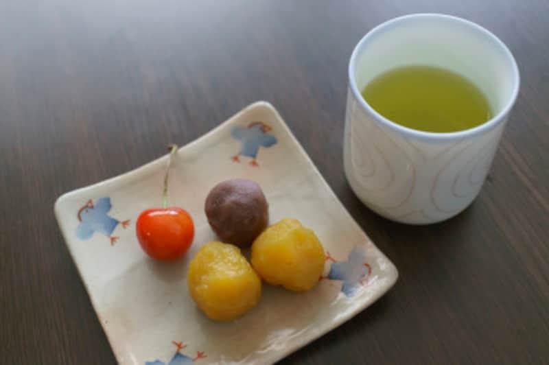 和菓子と相性のいい緑茶は抗酸化力の高いカテキンが豊富。ぜひ一緒に頂きましょう。