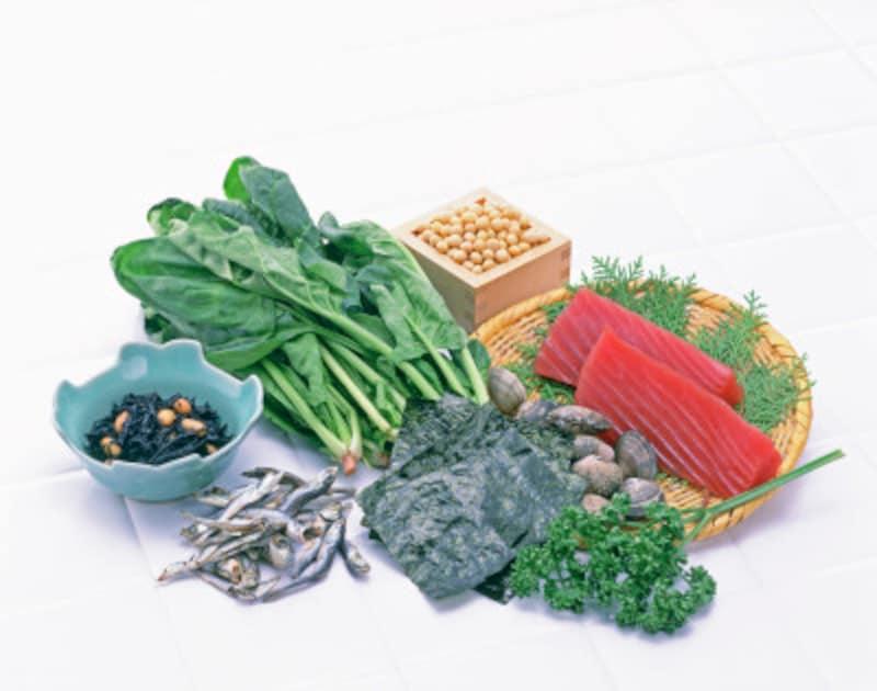 鉄分の摂りすぎで注意すべき症状と副作用鉄分を多く含む食材