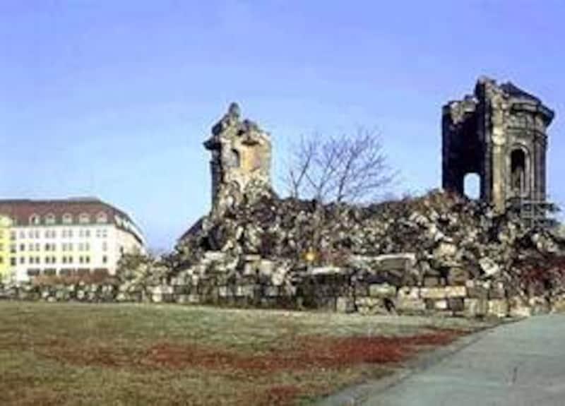 廃墟と化したフラウエン教会(ドレスデン)