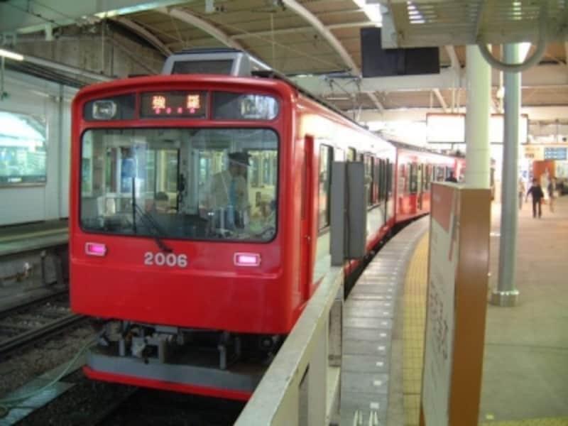 箱根湯本から強羅を結ぶ箱根登山鉄道の電車
