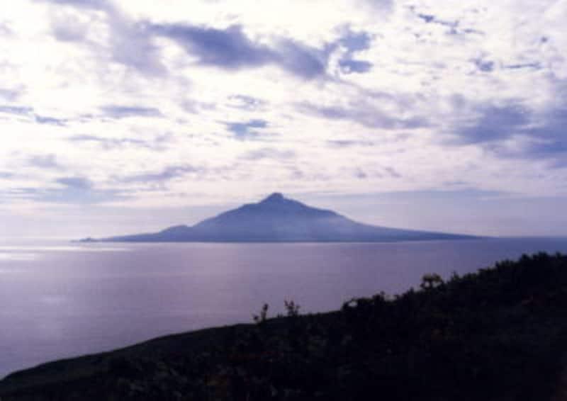 利尻富士がそびえる利尻島