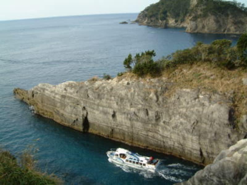 三四郎島と遊覧船
