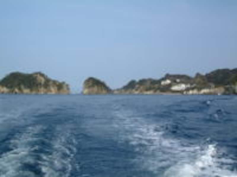 洞窟めぐり遊覧船から眺める堂ヶ島と三四郎島