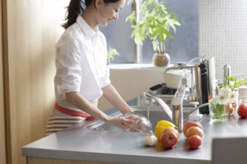 アクリルたわし(エコたわし)は、食器洗いやお風呂洗いなど、水を使った掃除ならなんでも使えます。アクリルたわしは作り方も簡単!