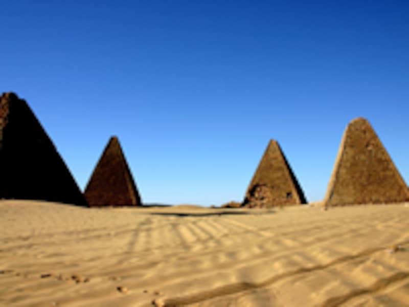 ゲベル・バルカルのピラミッド