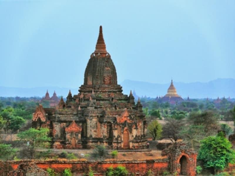 スーラーマニ寺院とダマヤッズィカ・パゴダ