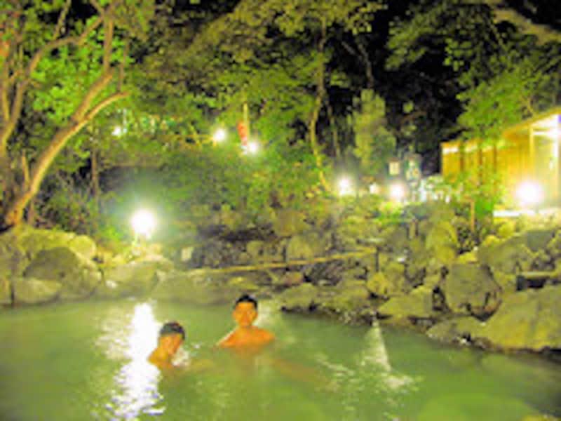 霧島いわさきホテル 夜の緑渓湯苑