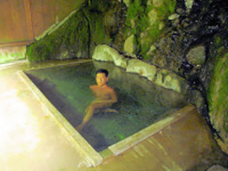 二岐温泉柏屋旅館自噴巌風呂2