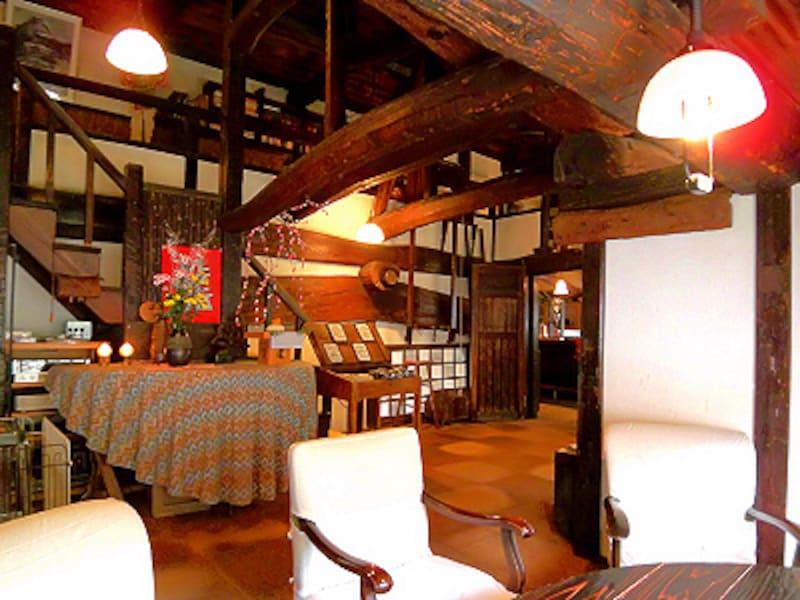 亀の井別荘 天井桟敷