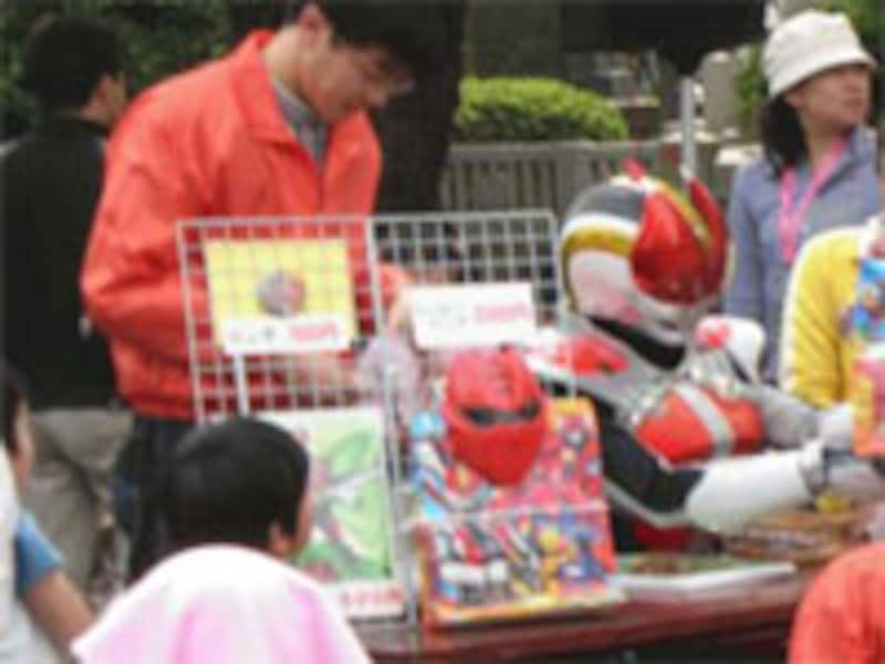 子供向け遊具や戦闘モノのショーなど、デパートの屋上を思わせる子供向けイベントを開催しているところもあります。