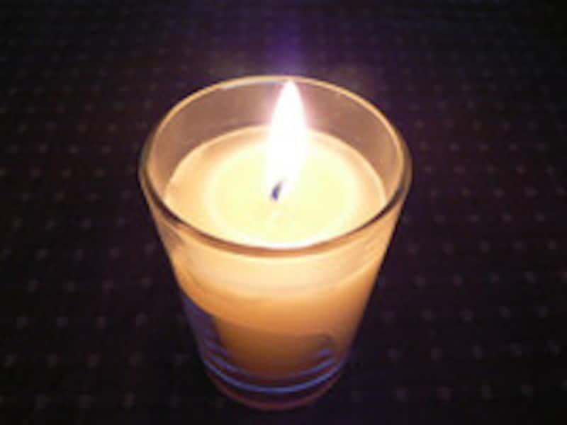 葬儀後もロウソクの灯をたやさない