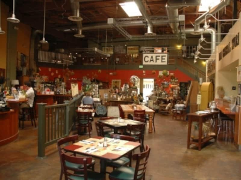テイスティングルームとレストランが一緒になったお店