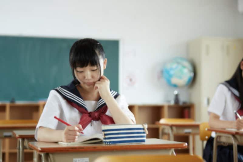 夏休みに大学受験の夏期講習を効果的に活用!合格者の大半は夏に過去問を解き始めている