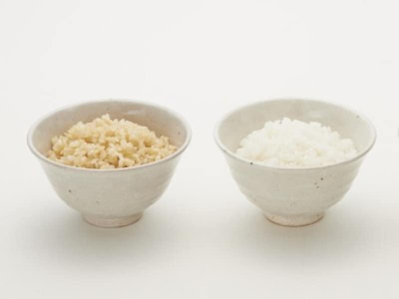 茶色いもみ殻を除いたのが玄米です。「胚芽(はいが)」「ぬか」(果皮・種皮など)「胚乳(はいにゅう)」の構造でできています。胚芽・ヌカにはビタミン・ミネラル・食物繊維が豊富に含まれており、栄養たっぷりです。一方で、ヌカと胚芽を削り取り、胚乳(はいにゅう)だけになったものが白米。