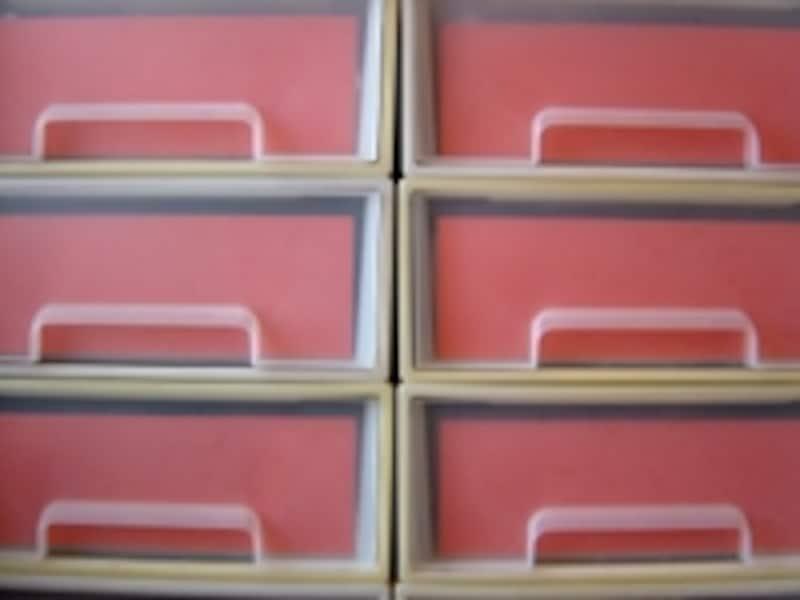 引き出しケースの内側にカラーペーパーを入れるとキレイ