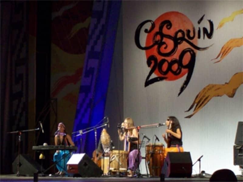 コスキンで行われるフォルクローレの祭典は、アルゼンチン最大の音楽イベントundefined写真提供:FulanasTrio