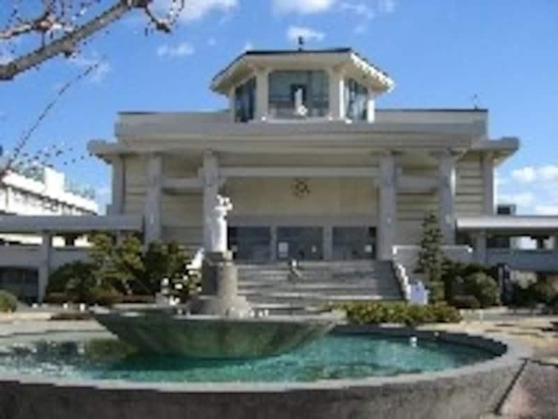 講堂は愛知高校はシンボル的存在。宗教行事や入学式・卒業式などはここで行われる