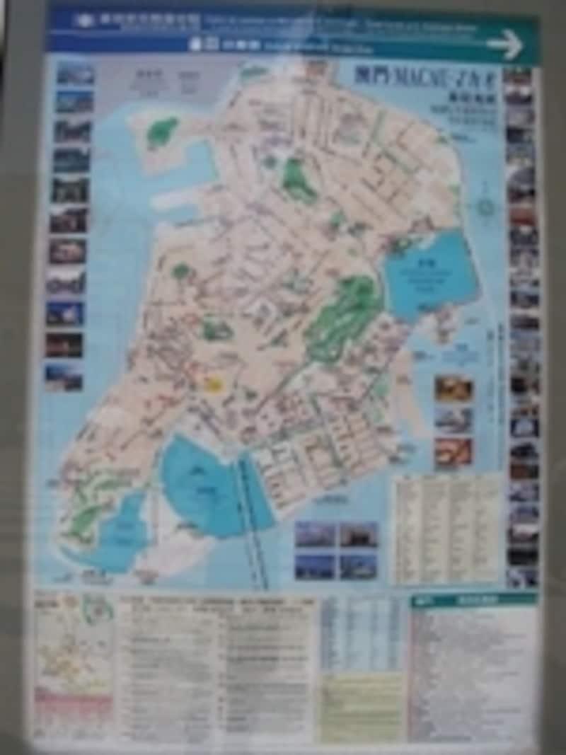 街角に設置されたマカオの地図で、現在地や目的地の地理感覚を把握しておきたい。