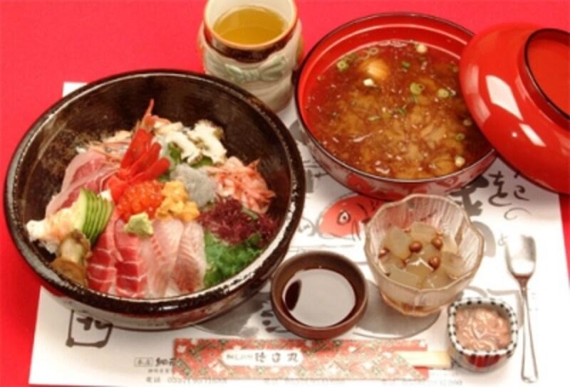 おすすめは「地魚丼」(2,100円)
