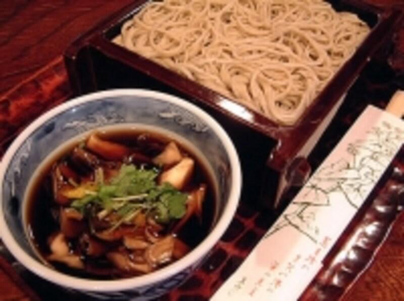 「蕎麦処多賀」の舞茸せいろ蕎麦(840円)