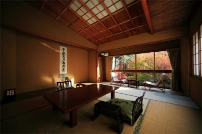 2009年度版のミシュラングリーンガイドで、客室「花の棟」から見える景色「竹林の小径」が★★(二つ星)を受賞