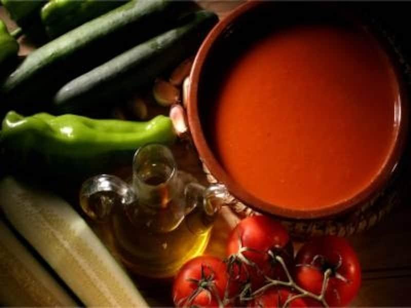 アンダルシア地方の夏の名産、ヘルシーな野菜スープ、ガスパチョ。